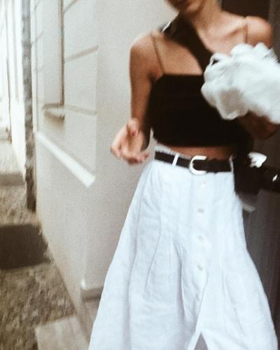 womens-fashion-look-crop-tops-black-and-white-wide-belts