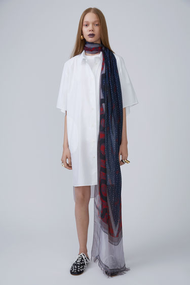 womens-style-inspiration-white-prints-huge-scarves