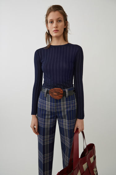 womens-fashion-inspiration-navy-plaid