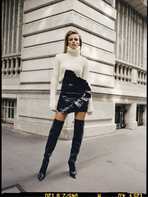 womens-fashion-look-black-and-white-tall-boots-turtlenecks