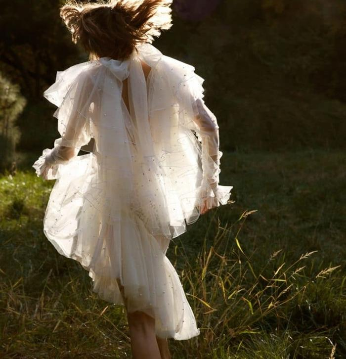 womens-style-inspiration-sequins-ruffles-all-white-bright-colors