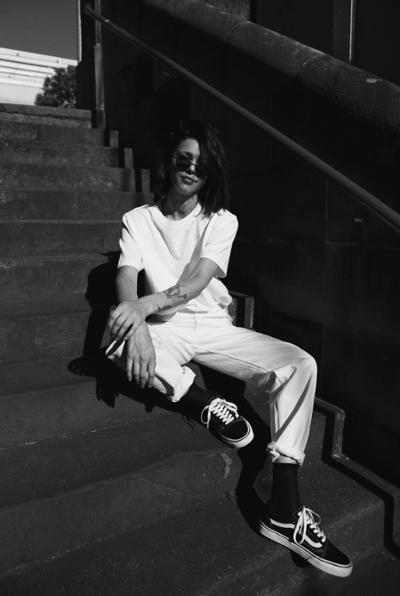 womens-style-inspiration-all-white-chic-sunglasses