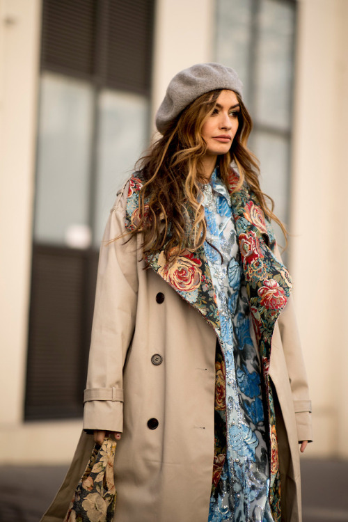 womens-fashion-photography-florals-prints-beige-multicolor