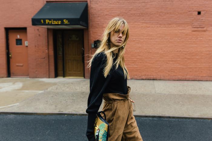 womens-style-inspiration-black-big-jewelry-camel