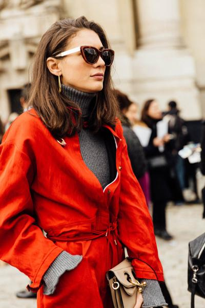 womens-fashion-outfit-light-coats-multicolor-big-jewelry-chic-sunglasses