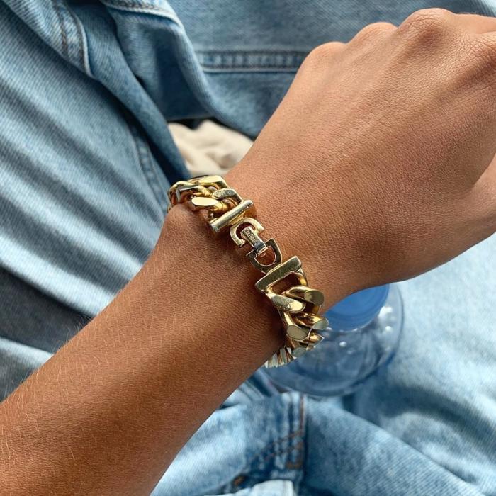 womens-fashion-look-denim-big-jewelry