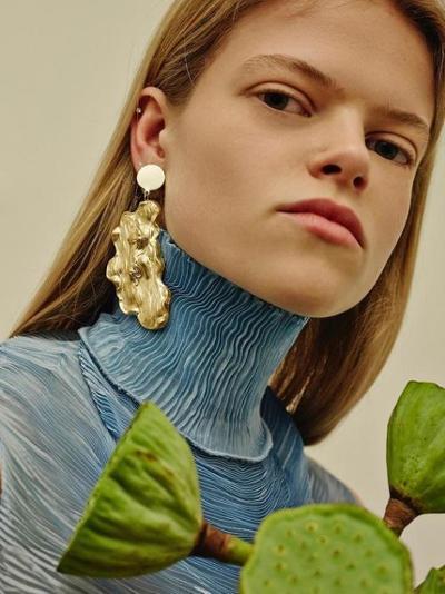 womens-fashion-ideas-blue-big-jewelry-turtlenecks