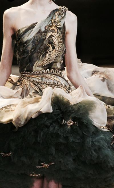 womens-fashion-ootd-black-gold-ruffles