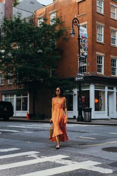 womens-fashion-photography-orange-bright-colors-chic-sunglasses