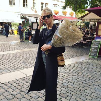 womens-fashion-ideas-blue-light-coats-chic-sunglasses
