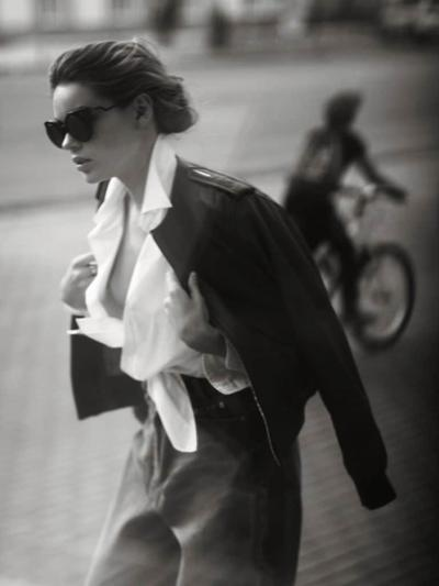 womens-fashion-outfit-light-coats-black-and-white-chic-sunglasses