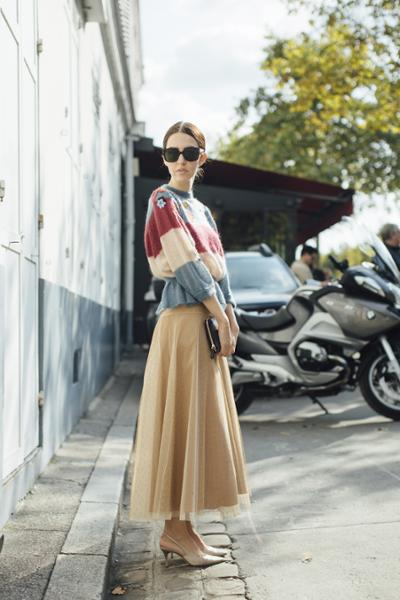 womens-fashion-ideas-gold-transparent-chic-sunglasses-long-skirts