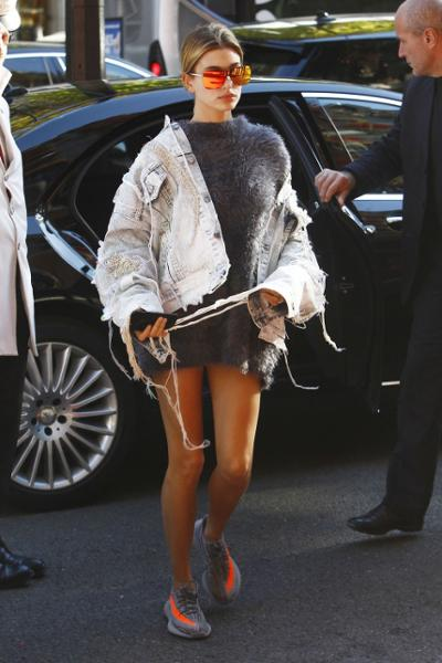womens-fashion-inspiration-denim-ripped-fuzzy