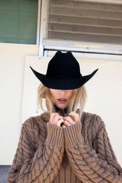 womens-fashion-inspiration-black-brown-fedora-hats