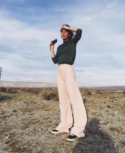 womens-style-inspiration-pink-green-turtlenecks-flared-pants