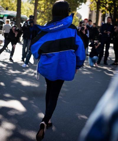 womens-fashion-ideas-winter-coats-blue-black-puffer-coats