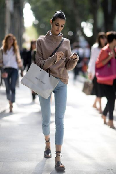 womens-fashion-outfit-denim-beige-turtlenecks