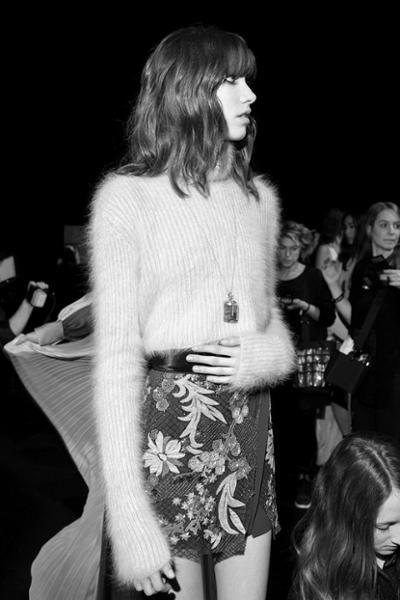 womens-fashion-ootd-embroidery-turtlenecks