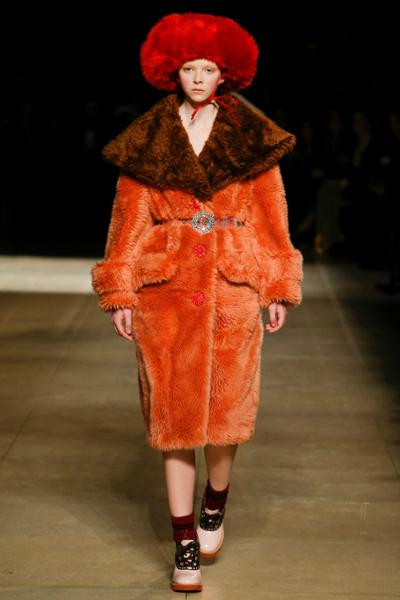 womens-fashion-outfit-winter-coats-orange-velvet-fur