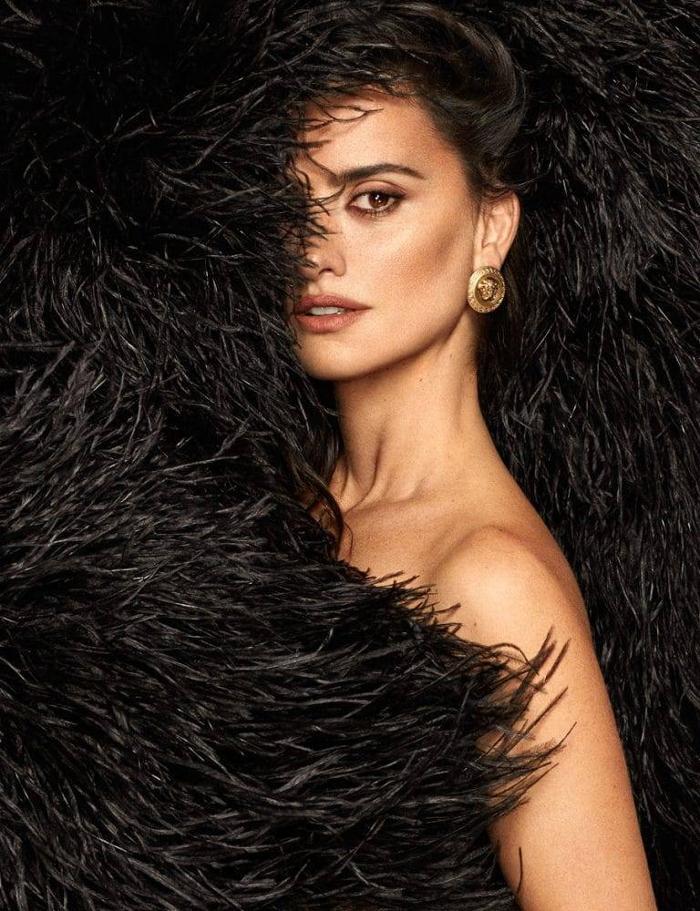 womens-fashion-look-fur-big-jewelry-all-black