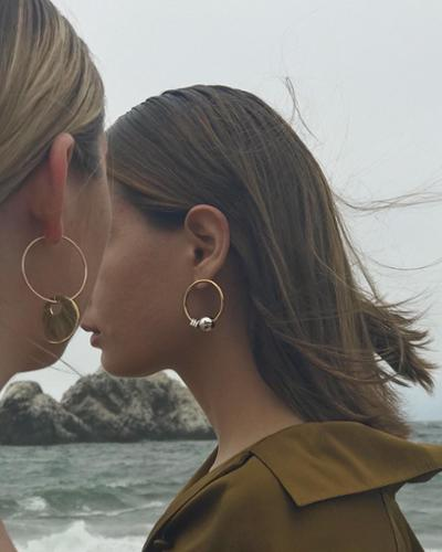 womens-fashion-look-multicolor-big-jewelry