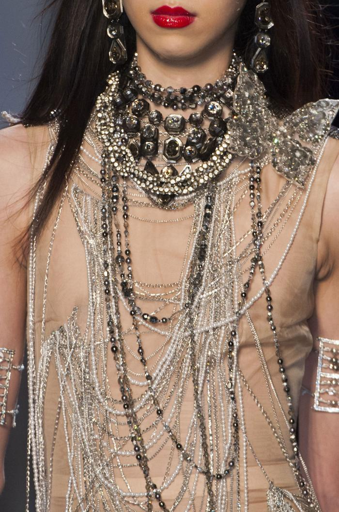 womens-fashion-inspiration-transparent-sequins-big-jewelry-chains