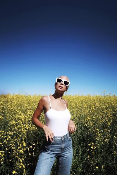 womens-fashion-ideas-white-denim-chic-sunglasses