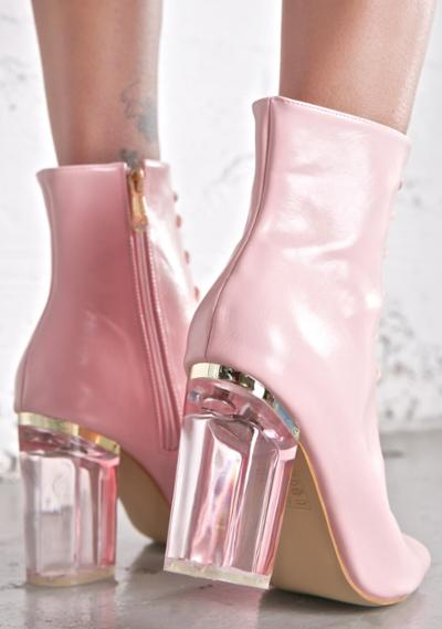 womens-fashion-outfit-pink-leather