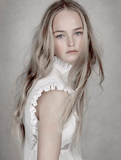 womens-fashion-photography-white-ruffles-turtlenecks