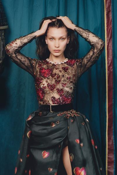 womens-fashion-outfit-black-embroidery-wide-belts