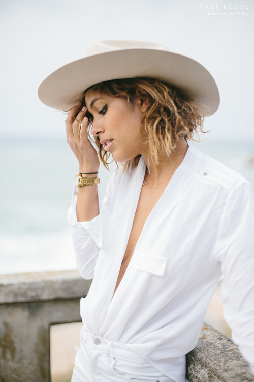 womens-fashion-ootd-fedora-hats-big-jewelry-all-white