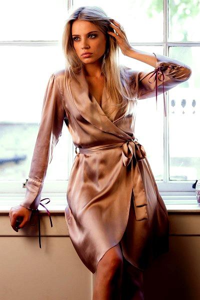 Красивые женщины в халате фото