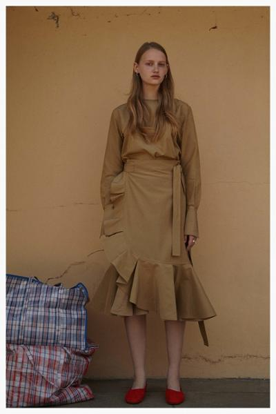 womens-fashion-outfit-beige-ruffles