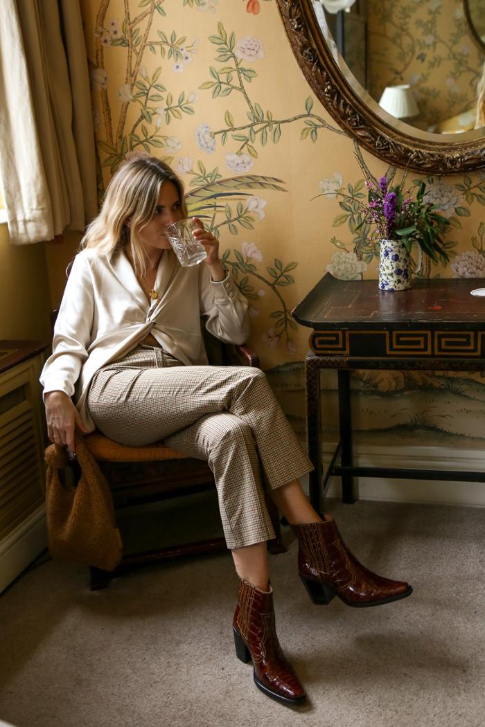 womens-fashion-photography-beige-silk-and-satin-tweed