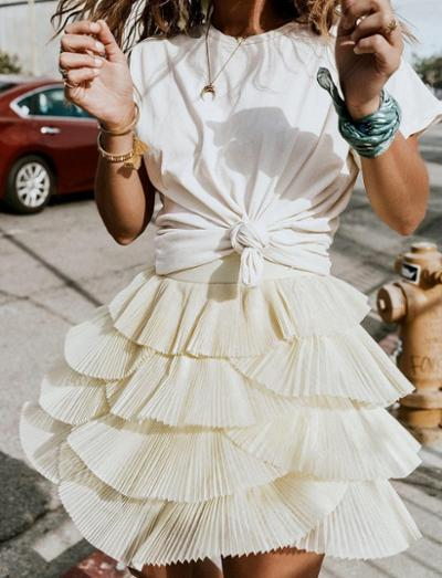 womens-style-inspiration-big-jewelry-ruffles-bright-colors