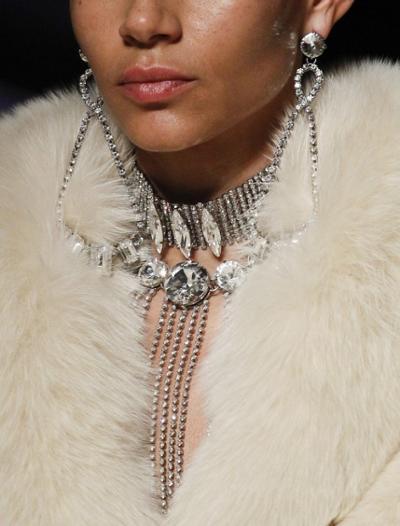 womens-fashion-outfit-fur-big-jewelry