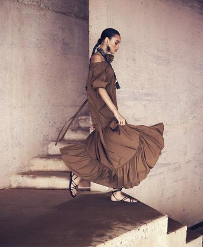 womens-fashion-inspiration-brown-big-jewelry-ruffles-long-skirts