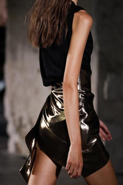 womens-fashion-inspiration-black-gold