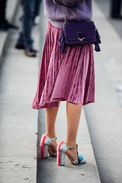 womens-fashion-look-pink-purple-velvet-chain-bags