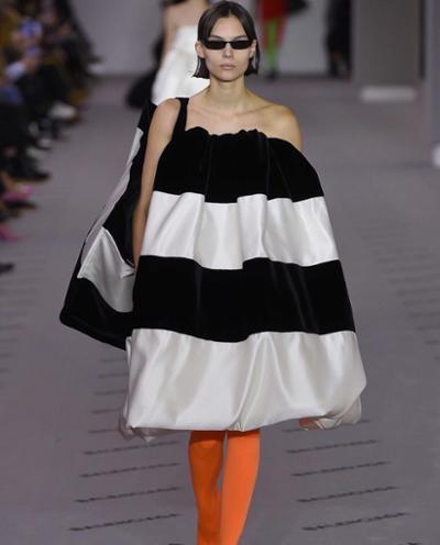 womens-fashion-outfit-orange-black-and-white-stripes-chic-sunglasses