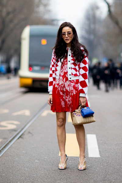 womens-fashion-look-red-white-clashing-prints-chic-sunglasses