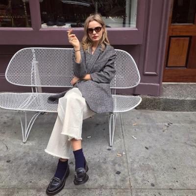 womens-fashion-outfit-black-grey-light-coats-chic-sunglasses