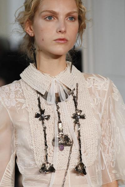 womens-fashion-photography-white-lace