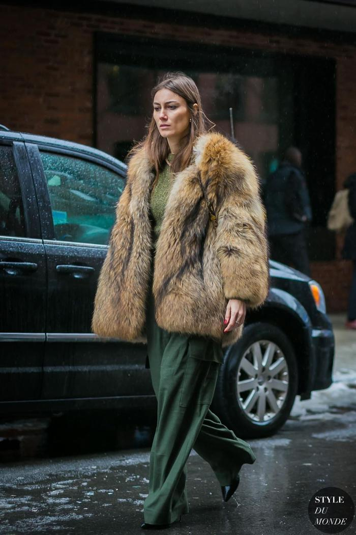 womens-fashion-outfit-winter-coats-green-fur