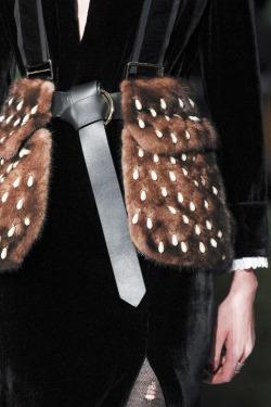 womens-fashion-ootd-black-fur-camel-all-black