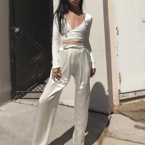 womens-fashion-inspiration-white-silk-and-satin-all-white-flared-pants