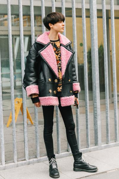 womens-fashion-outfit-pink-leather-animal-skinny-pants