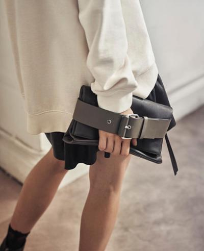 womens-fashion-look-black-leather-buckles-beige
