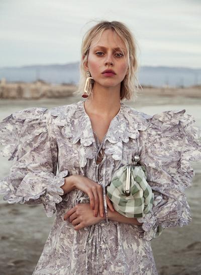 womens-fashion-ideas-prints-big-jewelry-bright-colors