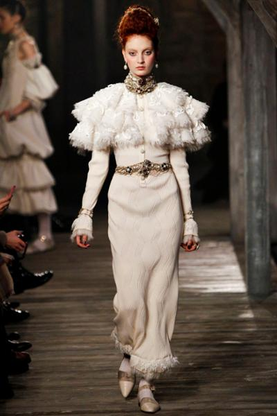 womens-style-inspiration-one-color-big-jewelry-ruffles-long-skirts